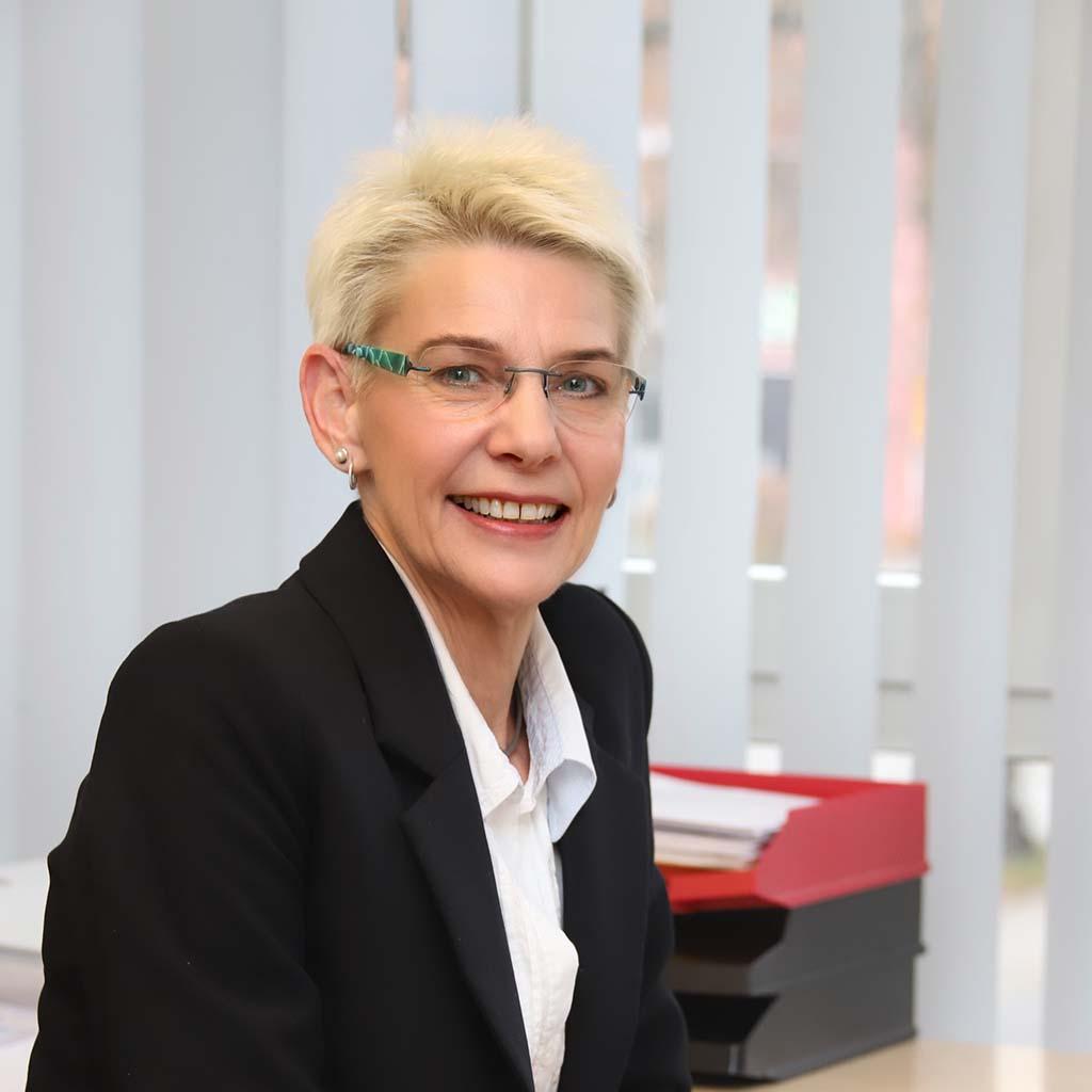 Iris Oesker - Assistenz der Geschäftsführung - Immobilienberater Berlin